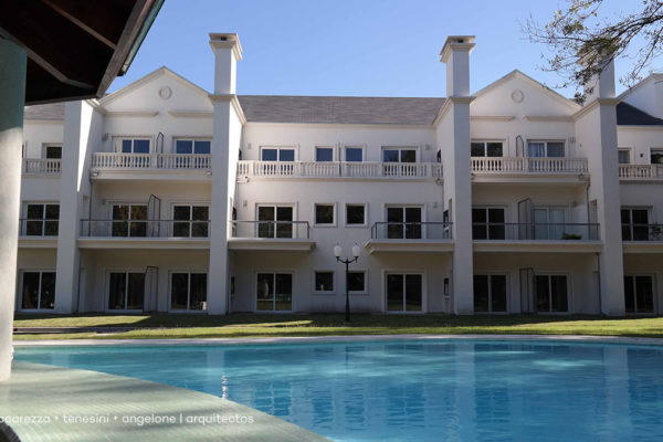 Condominio Aston Village | Vaccarezza + Tenesini + Angelone | Arquitectos